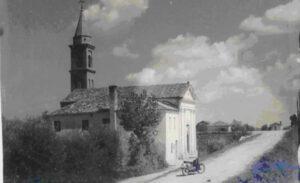 La chiesa edificata nel 1832, in una fotografia scattata nell'agosto 1951 archivio Carabinieri di Cavarzere.